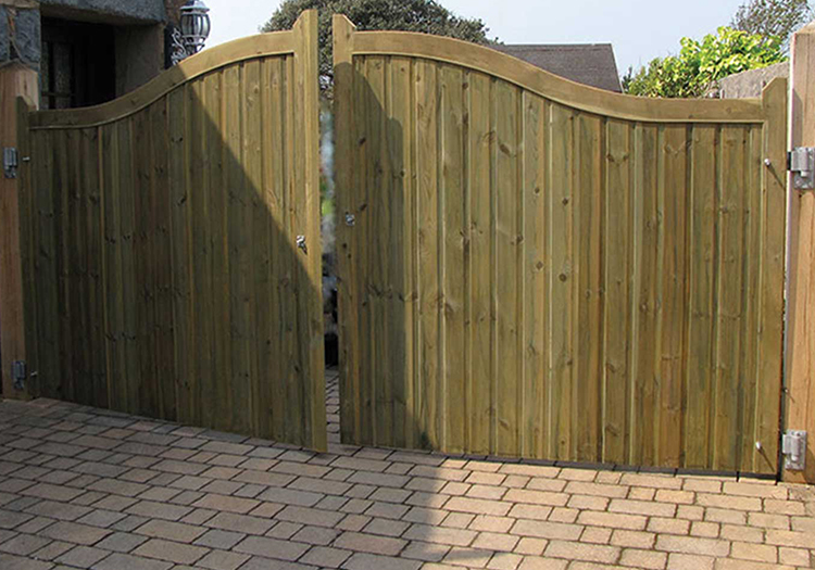 Curved Top Gates